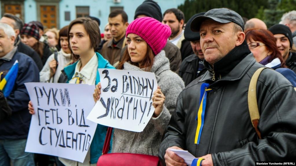 Студенты на Евромайдане на площади Ленина