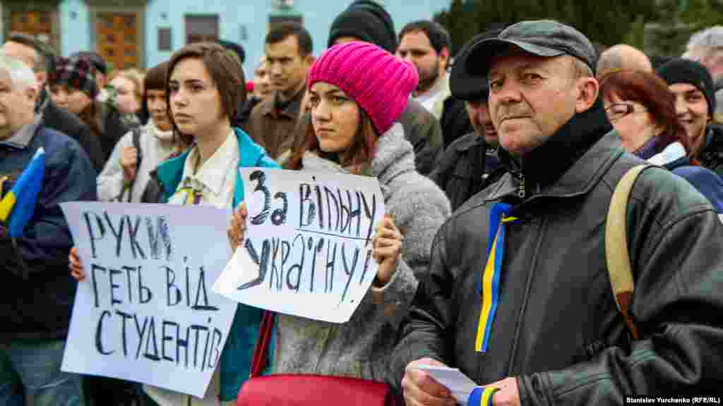Студенти на Євромайдані на площі Леніна