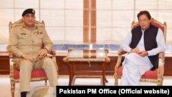 وزیراعظم عمران خان د جنرال باجوه د دندې موده غځولې