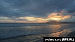 Заход сонца над востравам Ізабэля