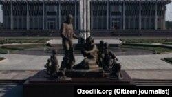 Памятник Шаахмеду и Бахри Шамахмудовым, усыновившим в годы Второй мировой войны эвакуированных в Узбекистан сирот.