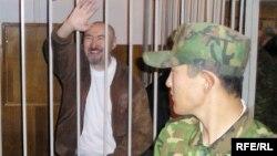 Диссидент Арон Атабек во время суда по делу о событиях в Шаныраке.