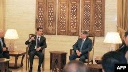 Presidenti i Sirisë, Bashar al-Assad, gjatë takimit me një delegacion nga Jordania. Damask, 11 shkurt 2013.