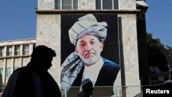 Хамид Карзайдың Кабулда ілінген портреті.