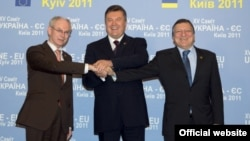 Голова Європейської Ради Герман ван Ромпей, Президент України Віктор Янукович та Голова Європейської Комісії Жозе Мануель Баррозу