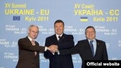 Голова Європейської Ради Герман ван Ромпей, Президент України Віктор Янукович та Голова Європейської Комісії Жозе Мануель Баррозу у Києві 19 грудня 2011 року - архівне фото