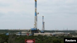 Техас штатындағы мұнай бұрғылау қондырғысы, АҚШ. (Көрнекі сурет).