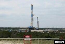 Добыча сланцевой нефти в Техасе. Для большинства ее производителей в США бизнес остается прибыльным при ценах на нефть от 40 до 60 долларов за баррель, полагают эксперты. По оценкам Международного энергетического агентства, этот диапазон - 60-80 долларов.
