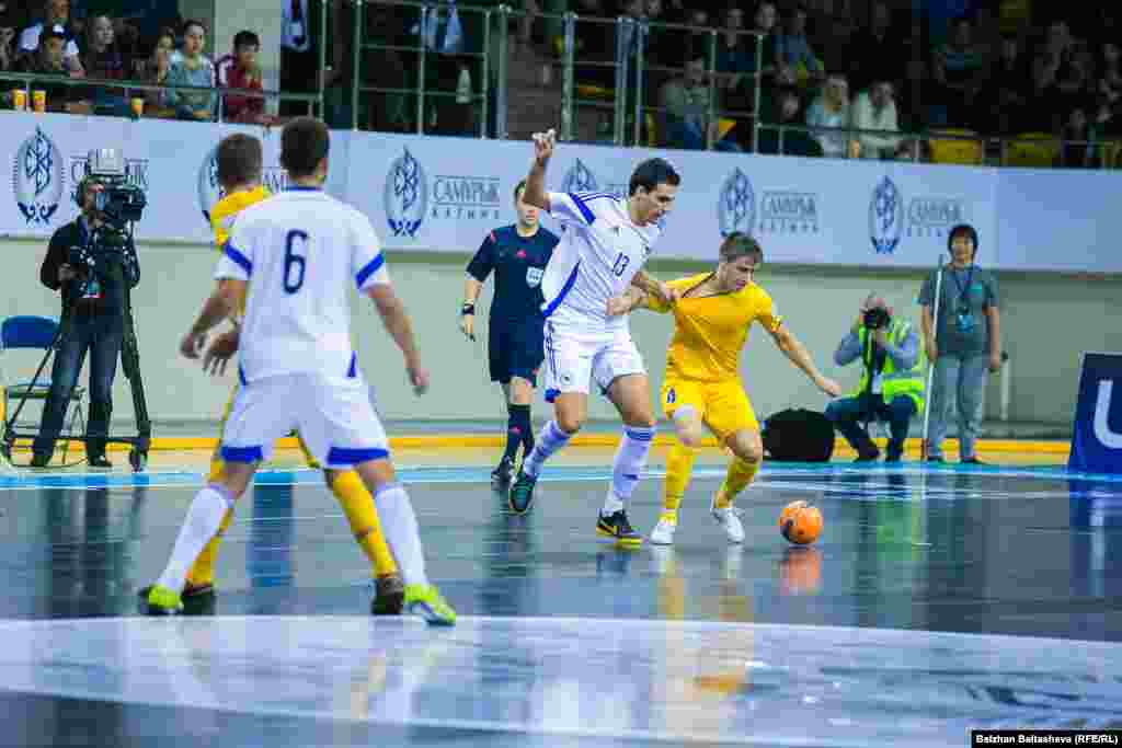 2016 жылы ақпанның 2-сі және 13-і аралығында өтетін Еуропа чемпионатына Сербия, Италия, Әзербайжан, Венгрия, Испания, Португалия, Ресей, Словения, Украина, Хорватия, Чехия және Қазақстан қатысады.