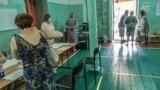 У Сімферополі перед входом на виборчу дільницю в космічному ліцеї №41 крутили хіп-хоп про «велику Росію»
