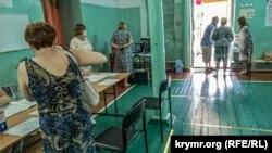 Хип-хоп, дети и хлеб с солью: как Крым голосовал по поправкам к Конституции России (фотогалерея)