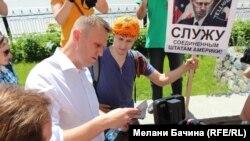 Алексей Навальный общается с идеологическими противниками. Фото Мелани Бачиной