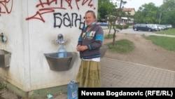 Vera Čolić svakog dana pređe pet kilometara da bi natočila prečišćenu vodu