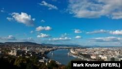 Панорама Будапешта з гори Геллерт