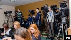 Na pogoršano stanje u medijima upozorile su poslednjih meseci vodeće organizacije koje prate slobodu medija, poput Reportera bez granica, Fridom hausa...