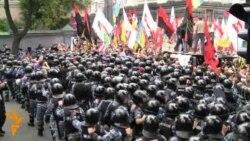 Початок мітингу за і проти мовного законопроекту під Радою