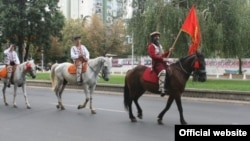 Архивска фотографија: Коњица тргнува од Скопје кон Крушево на 27 јули 2012