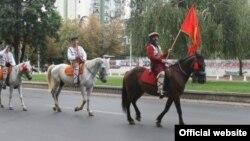 Триесетина коњаници од Горно Лисиче, на 27 јули од дворот на Општина Аеродром тргнаа кон славното Крушево, каде што треба да се приклучат на прославата на најголемиот македонски национален празник – Илинден.