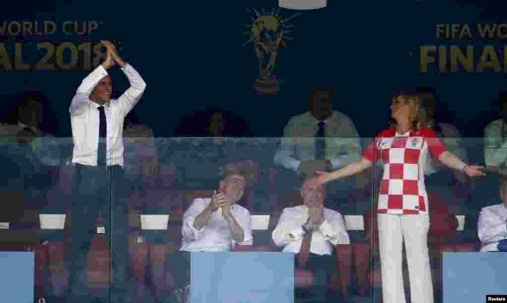 На трибуне - президенты Фрации и Хорватии.