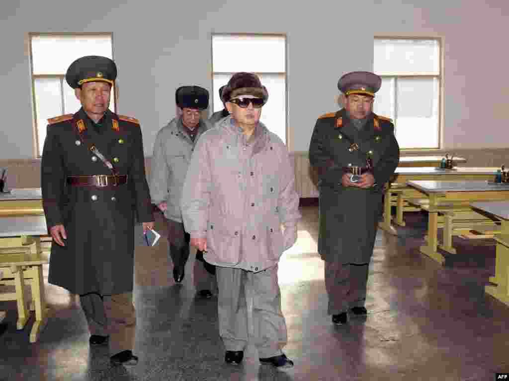 Паўночная Карэя: Кім Чэн Ір інспэктуе вайсковую частку