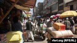 باشندهگان کابل میگویند که جان، پول نقد و اموال شان در این شهر مصون نیست.
