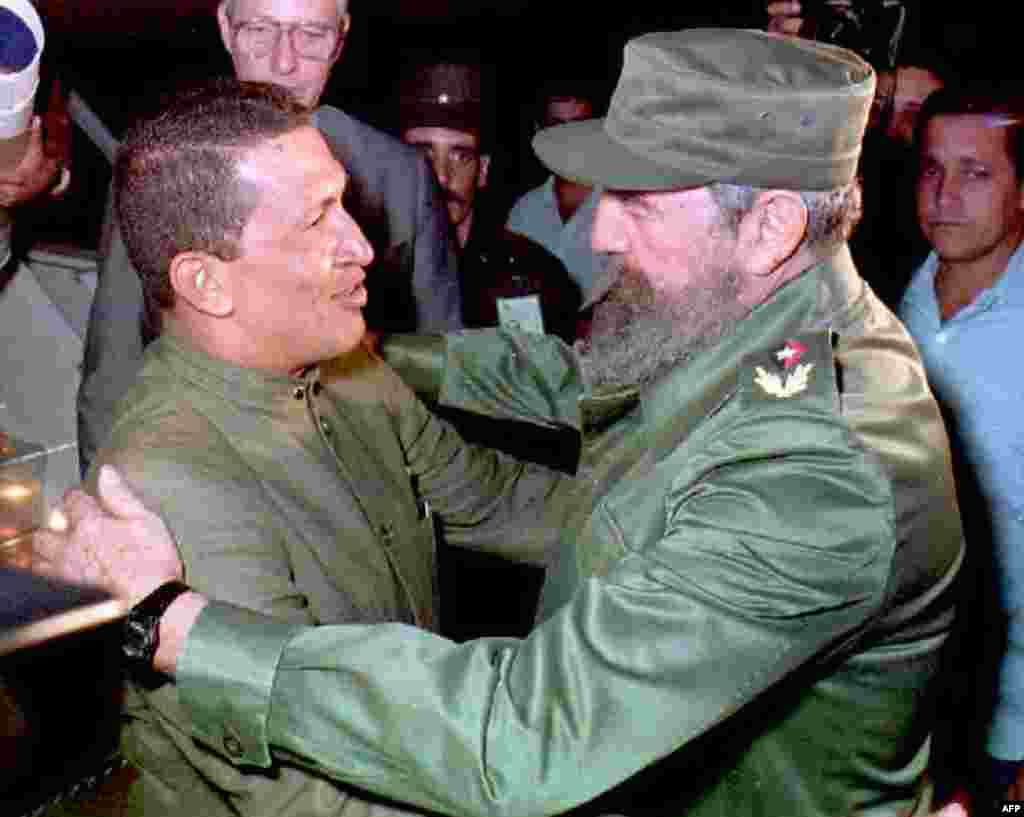 Cuban President Fidel Castro (right) greets Chavez upon his arrival at Jose Marti Airport in Havana in December 1994.