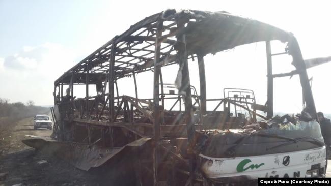 Автобусы крымских «антимайдановцев», сожженные активистами Майдана под Корсунем-Шевченковским 20 февраля 2014 года