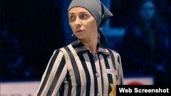 На скриншоте — российская фигуристка Татьяна Навка во время исполнения танцевального номера на тему Холокоста.