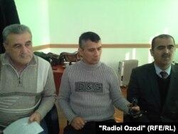 Зайд Саидовтың адвокаттары (солдан оңға): Исхок Табаров, Шухрат Кудратов және Фахриддин Закиров. 5 ақпан 2014 жыл.