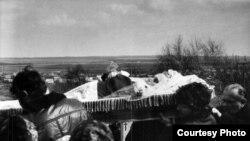 Над могілкамі, над Зэльвай, над Беларусьсю…