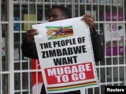 Më 2017, qytetarët në Zimbabve kishin protestuar, duke kërkuar largimin nga pushtetit të Robert Mugabe.