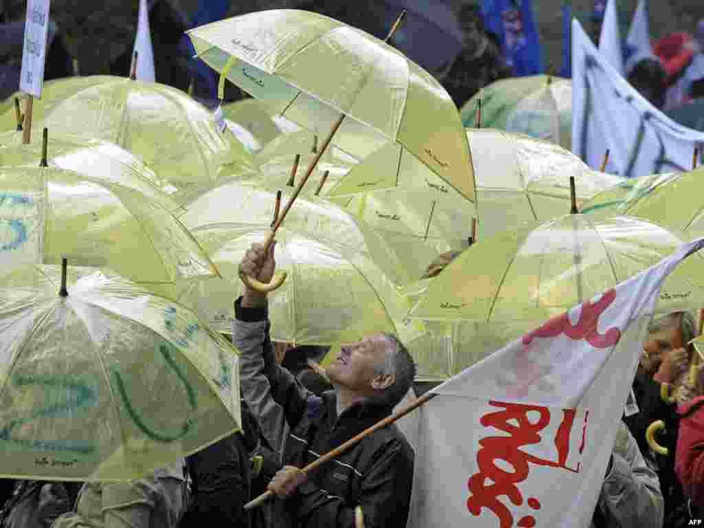Польшча. Марш пратэсту супраць бюджэтных скарачэньняў перад будынкам польскага ўраду.