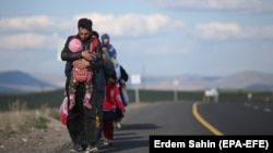Disa refugjatë, ilustrim.