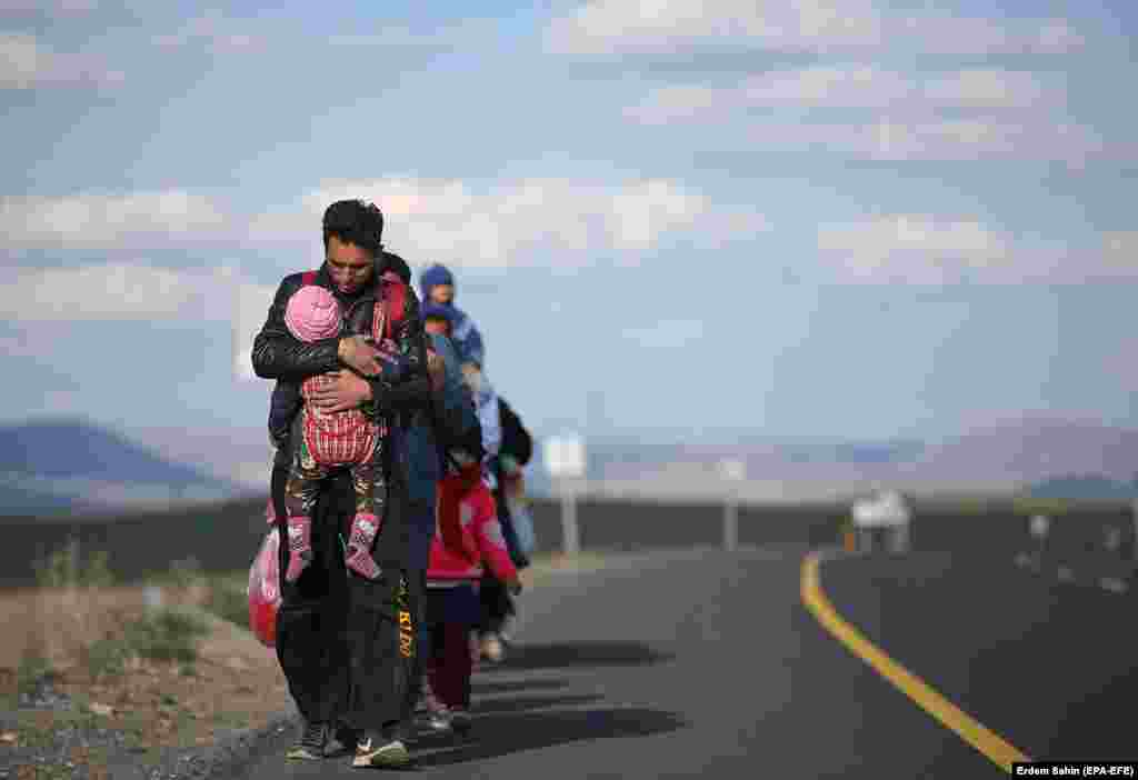 Refugees arrive in Erzurum, Turkey, along a route to the West. (epa-EFE/Erdem Sahin)