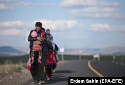 """""""Nikome nije jednostavno uzeti dvoje-troje male djece i krenuti tuđim zemljama"""", kaže Talović"""