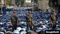 Москвада Ҳайит намози ўқигани келганларнинг хавфсизлигини 3000 полициячи таъминлади.