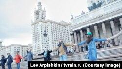 Акция противников фан-зоны у МГУ.