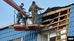 Ремонт будівлі генконсульства Польщі в Луцьку після обстрілу, 29 березня 2017 року