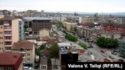 U odluci od 1. marta navodi se da tu spadaju državna, administrativna, vojna te imovina društveno-političkih organizacija (na fotografiji Priština)