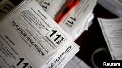 Орусиячыл жикчилдер референдумга даярдык көрүүдө. Донецк. 8-май, 2014-жыл.