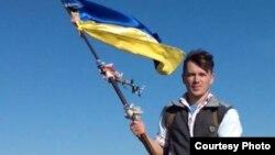 Крымский переселенец Сергей Викарчук в Крыму, архивное фото