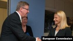 Bruksel - Komisioneri evropian për zgjerim Stefan Fule takon kryenegociatoren serbe Tanja Miscevic, përgjegjëse për integrimet evropiane në Serbi (Ilustrim)
