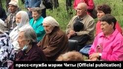 Участники митинга в Смоленке