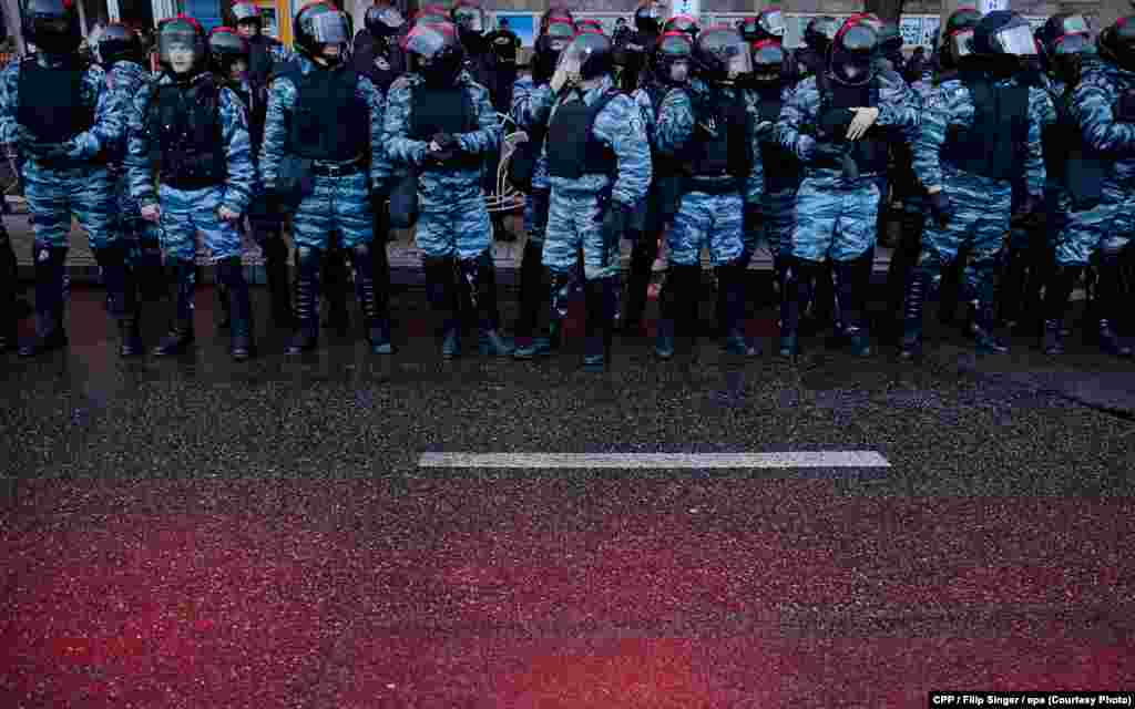 First Prize,Spot News:Riot police gather on Independence Square in Kyiv, Ukraine, on November 29, 2013.(epa/Filip Singer)