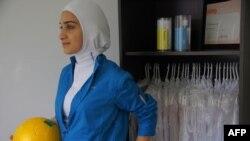 Arxiv foto: Kanadalı dizeyner Elham Seyed Javad`ın yaratdığı olimpiadada hicab modeli. 21 aprel 2011