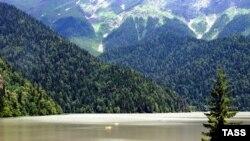 """В пределах трансграничного резервата """"Кавказский реликтовый"""" окажется и заповедник вокруг озера Рица в Абхазии"""