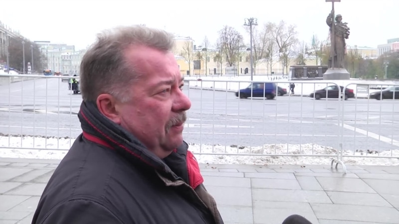 Кому бы вы поставили памятник на холме у Кремля?