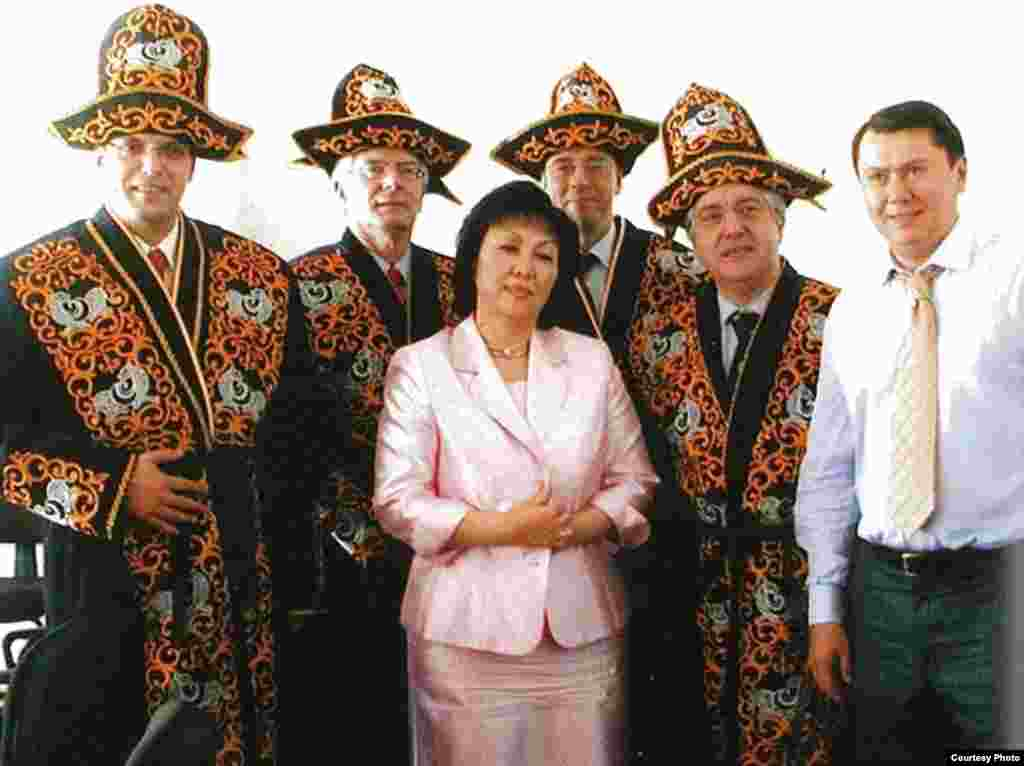Aliev poses with diplomats in 2004. While serving as the Kazakh ambassador to Austria, he actively pushed for Kazakhstan to take over the chairmanship of the OSCE, which it achieved in 2010.