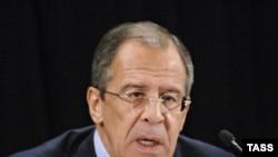 سرگئی لاروف وزير امورخارجه روسيه می گوید روسيه نگران احتمال رخ دادن يک سناريو نظامی است.