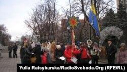 Колядують аматорські колядницькі гурти Дніпропетровська. 6 січня 2014 року